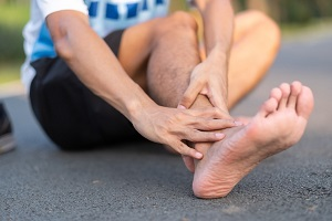 young-fitness-man-holding-his-sports-leg-injury-muscle-painful-during-training-asian-runner-having_t20_jRl9BjSDFWEF