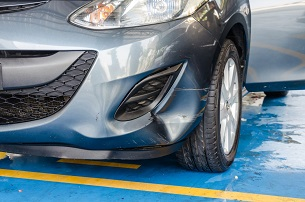 gray-car-bump-marks-on-the-front-bumper_t20_RzWPBmddvbdf