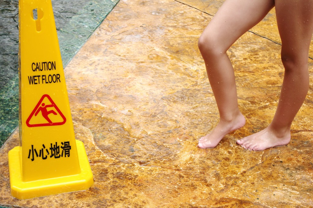 a-sign-with-a-warning-wet-floor-and-bare-feet-next-to-it-fall-slip_t20_Bm3EWPddfgbef